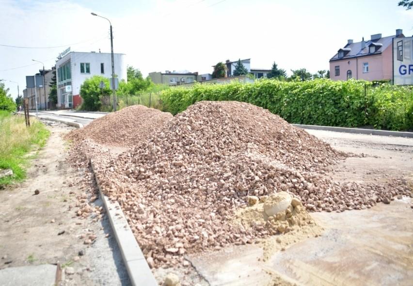 Postępują prace przy wymianie rur kanalizacyjnych i...