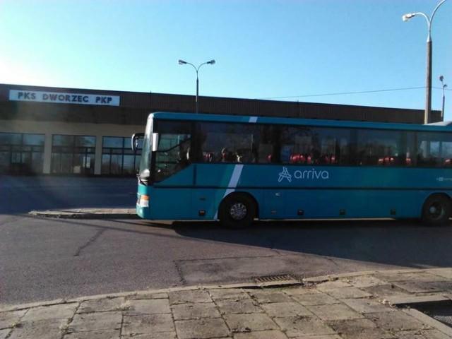 Swoje połączenia Arriva wycofała tuż przed rozpoczęciem przebudowy bielskiego dworca. Dziś w Bielsku nie zobaczymy ani takich autobusów, ani tego budynku.