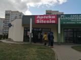 Kornawirus Wałbrzych. Kolejki przed aptekami ludzie wykupują witaminę C. Można wchodzić pojedynczo