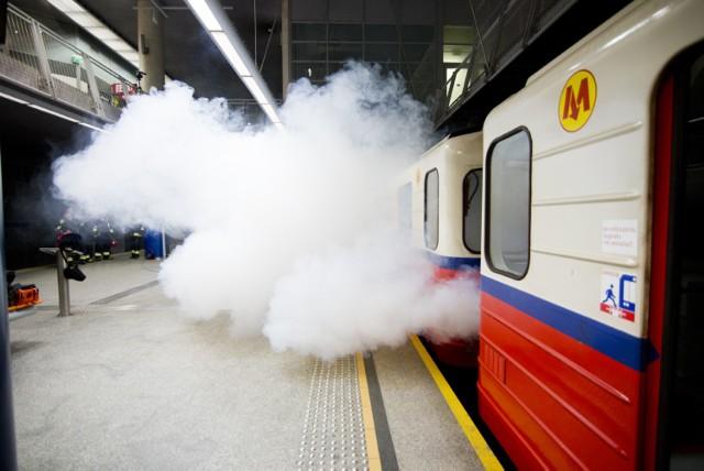 Pożar na stacji metra Marymont. Dym, ewakuacja i szybka akcja strażaków. Tak ćwiczyli [ZDJĘCIA]