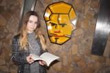 Półki w kształcie głów, które pojawiły się na tarnowskich ulicach, zachęcą do czytania?