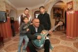 Jak mieszka Don Wasyl, największa gwiazda romskiej muzyki. Don Wasyl wspomina cygańskie tabory, rodzinę i muzyczną karierę!