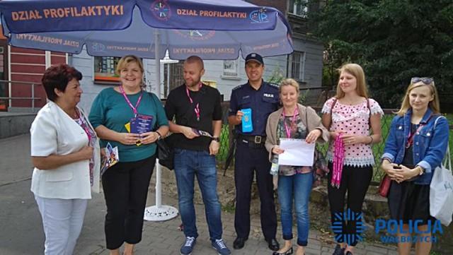 Spotkania pod parasolem - nowa akcja policji, seniorów i MOPS
