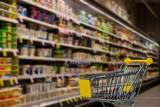 Czy w 2021 roku jest drożej? Porównanie cen produktów z Biedronki i Lidla