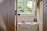 Jak dobrać wyposażenie do łazienki?