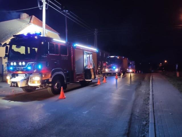 Do gaszenia wieczornego pożaru zaangażowano spore siły.
