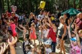 Bajkowa niedziela w Myślęcinku w Bydgoszczy. Wspólne zabawy, konkursy i klaun! [zdjęcia]