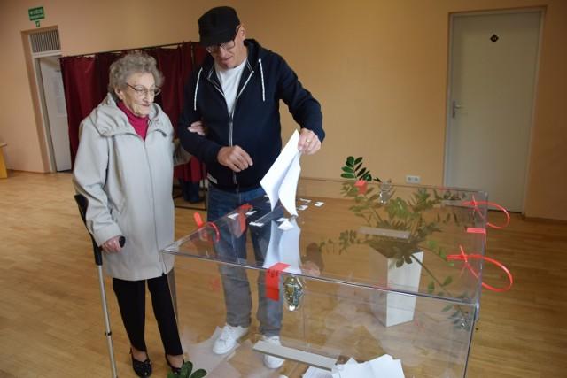 Głosowanie w komisji w kinie w Szczecinku