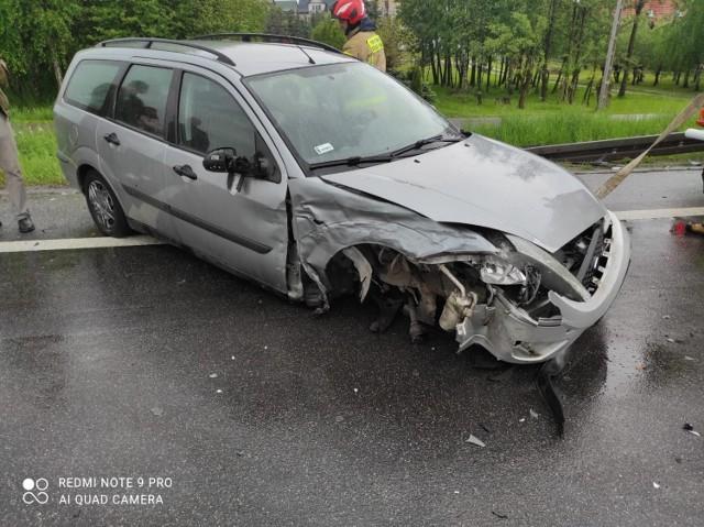 Zderzenie dwóch samochodów na DK94 w Jasieniu, jeden z kierowców wymusił pierwszeństwo