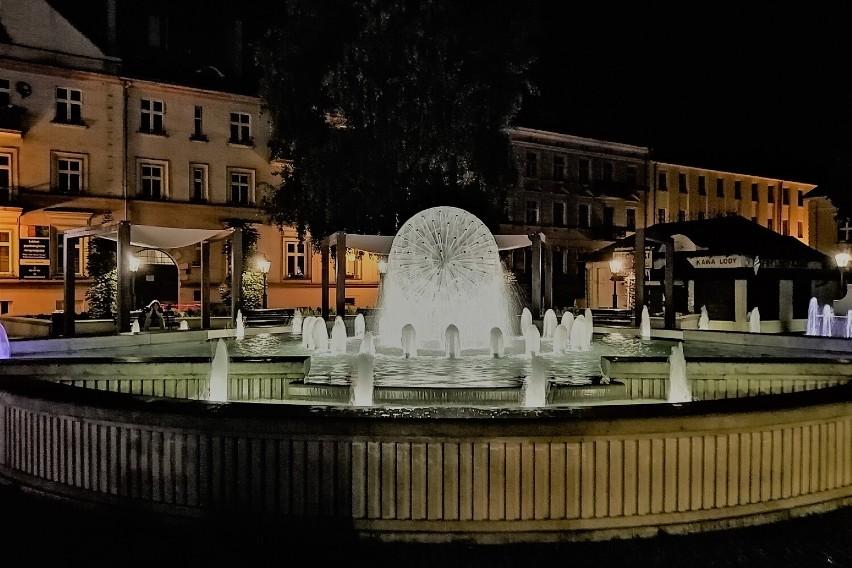 """Fontanna """"Noce i dnie"""" w Kaliszu. Zobacz, jak pięknie..."""