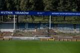 Hutnik Kraków. Stadion w trakcie remontu. Nowa trybuna w przyszłym tygodniu [NOWE ZDJĘCIA]