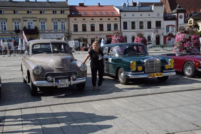 Na trasie drugiego rajdu Tylko Dla Zuchwałych, znalazł się m.in. Oświęcim. Mieszkańców zachwyciły stare samochody.