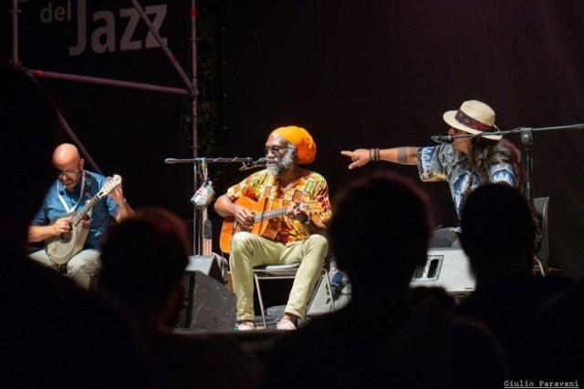 Corey Harris Acoustic Trio wystąpi 11 lipca w SOK-u podczas koncertu otwarcia tegorocznej edycji festiwalu. Koncert będzie transmitowany na antenie radiowej Trójki