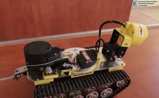 """""""Łazik"""" - robot skonstruowały przez Piotra Posackiego, studenta Państwowej Wyższej Szkoły Wschodnioeuropejskiej w Przemyślu."""