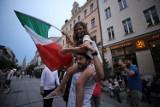 Finał Włochy - Anglia na Mariackiej. Fani spotkali się w Katowicach, aby razem oglądać mecz. Zobaczcie ZDJĘCIA