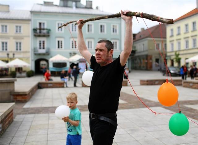 """Irlandzki performer Christoff Gillen był jednym z gości ubiegłorocznej edycji  Festiwalu Sztuki """"Interakcje"""""""