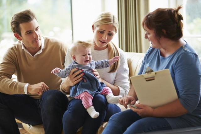 Pomoc asystentów rodzin kierowana do rodzin naturalnych i zastępczych to jedno z działań, na które można uzyskać dotację
