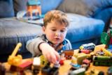 Jak nauczyć dziecko samodzielnej zabawy i tym samym zyskać czas dla siebie? 8 zasad