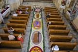 Kwietny dywan w Rawie Mazowieckiej u Ojców Pasjonatów. Jego układanie zajęło wiele godzin