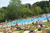 Odkryte baseny w Warszawie 2017. Tam popływasz pod gołym niebem [PRZEGLĄD]