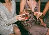 Sukienka na sylwestra: jak dobrać idealną kreację sylwestrową do swojego typu sylwetki? Jakie dodatki wybrać do sukienki sylwestrowej?