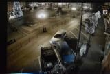 Szaleńczy rajd po Starym Rynku w Chojnicach i trzy skasowane samochody. Film opublikowała Straż Miejska [VIDEO]