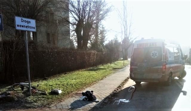 W Przeciszowie, na ulicy Szkolnej, rowerzysta wjechał pod samochód osobowy.