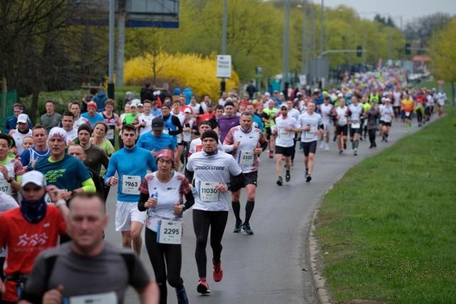 W poznańskim półmaratonie co roku startuje kilka tysięcy zawodników z całego świata.