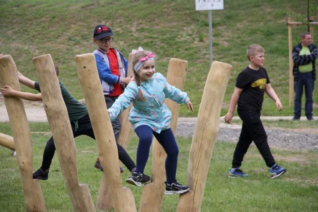 W Dniu Dziecka w Parku Oskara Tietza nad Jeziorem Miejskim w Międzychodzie otwarto nowy plac zabaw (1.06.2021).