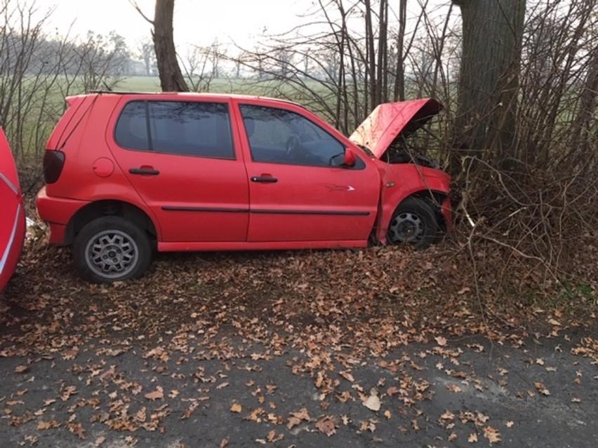 49-latka z powiatu ostrowskiego zginęła pod Sulmierzycami po uderzeniu samochodem w drzewo!