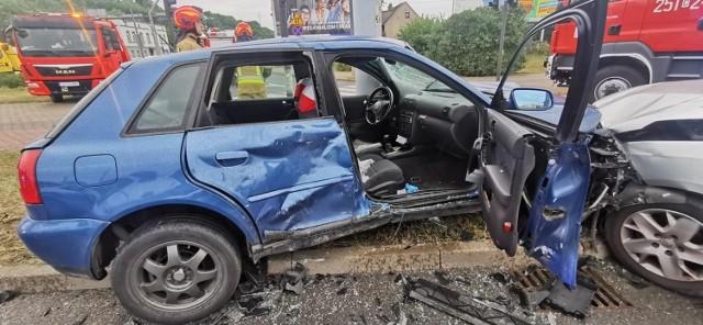 W poniedziałek, 23 sierpnia, w Bydgoszczy na rondzie Toruńskim doszło do niebezpiecznie wyglądającego zdarzenia. Zderzyły się dwa auta. Jedna osoba została poszkodowana.