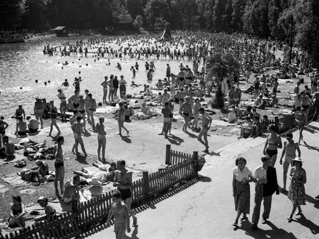 Wakacje na Opolszczyźnie w latach 60. Na zdjęciu: kąpielisko w Pokrzywnej.