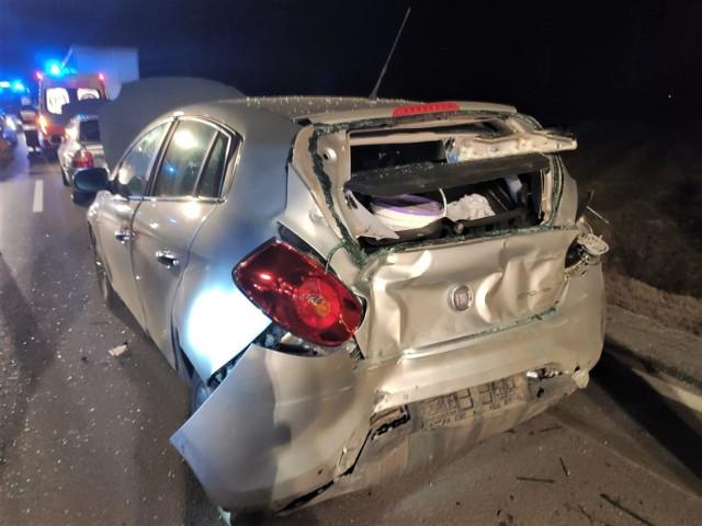 W wypadku uczestniczyły trzy samochody: dwa osobowe i ciężarowy