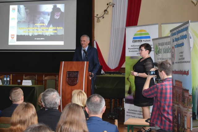 Jako pierwszy podczas konferencji antysmogowej wystąpił wicestarosta krotoszyński Paweł Radojewski