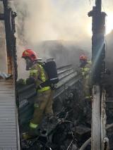 Gostyń. Strażacy gasili ogień w budynku gospodarczym. Straty oszacowano na kwotę 30 tys. złotych [ZDJĘCIA]