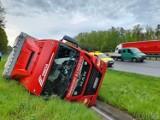 Wypadek na autostradzie A4 pod Opolem. Ciężarówka z piwem wypadła z jezdni