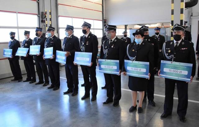 Podczas uroczystości w Komendzie Powiatowej PSP w Inowrocławiu odznaczeniami i promesami uhonorowano strażaków i jednostki OSP z powiatów: inowrocławskiego, mogileńskiego, aleksandrowskiego, żnińskiego, radziejowskiego oraz z Torunia