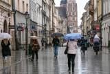 Podatek od deszczu. Mieszkańcy bloków zapłacą 800 zł rocznie, a szkoły nawet 90 tysięcy zł. Sprawdź, co się zmieni!