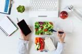 Zdrowe przekąski w pracy – top 10 najlepszych przepisów na przekąski, które nasycą, zapewnią energię i nie zaszkodzą twojej sylwetce