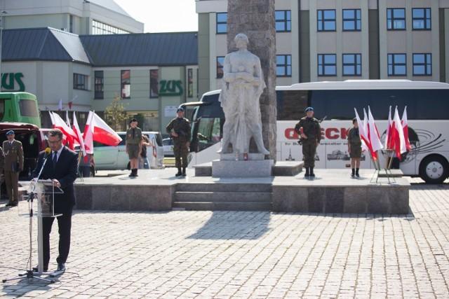 Uroczystości rozpoczęły się w niedzielę 1 września o godz. 12 przed pomnikiem Żołnierza Polskiego na Placu Zwycięstwa w Słupsku. Po odegraniu hymnu państwowego rozpoczęły się przemówienia. Zaplanowano modlitwę, apel pamięci, złożenie kwiatów.