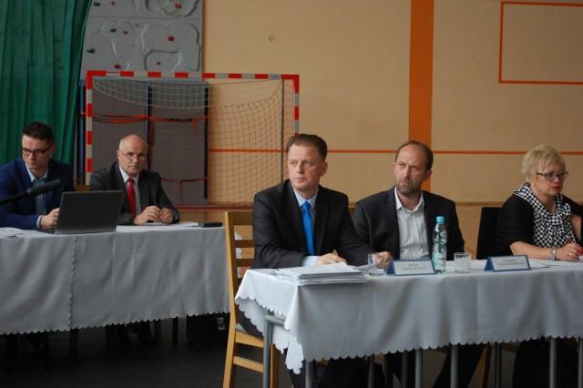 Ostatnia przed wakacjami sesja rady powiatu puckiego