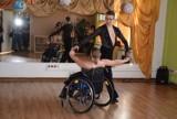 Centrum Aktywności Społecznej LARGO Gniezno: muzyczna podróż do lat 60-tych - prezentacje taneczne oraz pokaz tańca na wózku inwalidzkim