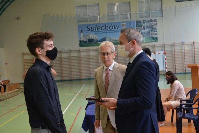 Uczniowie z Sulechowa pożegnali się ze szkołą w tym wyjątkowym czasie w inny niż zwykle sposób