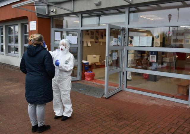 Na obecność koronawirusa przebadani zostali dzisiaj nauczyciele klas I - III z terenu powiatu goleniowskiego