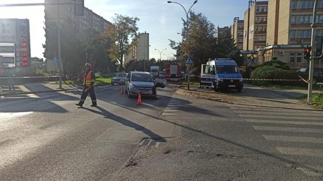 Opel  i motocykl zderzyły się po godz. 15 na skrzyżowaniu Lwowskiej i Skowronków