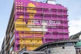 """Kontrowersyjny mural na Ochocie. """"Znajdź swoją wymarzoną pracę w Warszawie"""". Czy w czasie pandemii to możliwe?"""