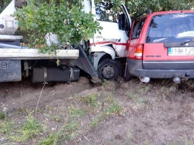 Do wypadku doszło na trasie z Wrociszowa do Kożuchowa. Zderzyły się opel i nissan z podnośnikiem. Do szpitala trafił kierujący oplem. Na szczęście dzieciom nic się nie stało.