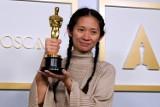 """Oscary 2021: Wyniki. """"Nomadland"""" ze statuetką dla najlepszego filmu [PEŁNA LISTA LAUREATÓW]"""
