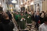 Uroczysta msza święta w kościele św. Jakuba (fara) w Piotrkowie zapowiadająca 100-lecie Diecezji Łódzkiej [ZDJĘCIA]