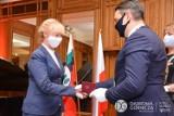 Dąbrowa Górnicza: podczas uroczystości w Pałacu Kultury Zagłębia uhonorowanych zostało 26 osób